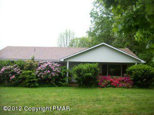 1 Upper Middle Creek Dr, Kunkletown, PA 18058