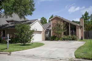 11718 Pecan Creek Dr, Houston, TX 77043