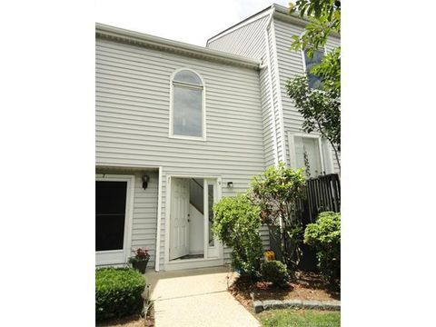 9 Clubhouse Dr, Cromwell, CT 06416