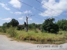 1510 Nicholson Ave, Carrizo Springs, TX 78834