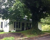 107 Calvin St, Bluefield, VA 24605