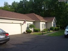 25 Woodland Chase Blvd, Niles, OH 44446