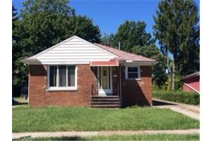 15412 Greenway Rd, Cleveland, OH 44111