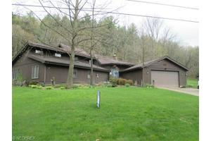 9109 N Shore Dr NE, Mineral City, OH 44656