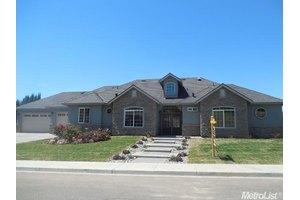 10023 Fox Borough Dr, Oakdale, CA 95361