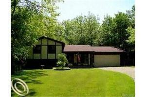 2635 Silverdown Ct, Waterford Twp, MI 48328