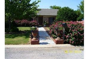 106 Crestview St, Comanche, TX 76442