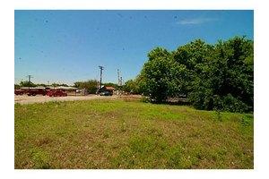 210 E Ewell St, Granbury, TX 76048