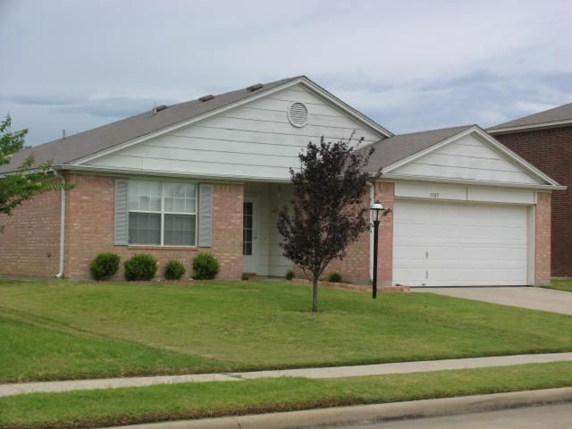 1507 Clemson Dr, Glenn Heights, TX 75154