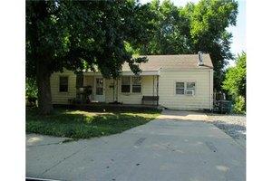 105 W North Ave, Belton, MO 64012