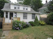 207 West Ave, Patchogue, NY 11772