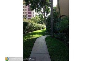2870 NE 14th Street Cswy Apt 204, Pompano Beach, FL 33062