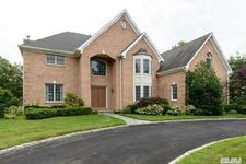 37 Centre View Dr, Upper Brookville, NY 11771