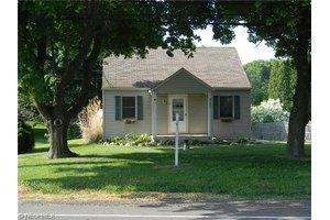 1871 Greensburg Rd, Green, OH 44720