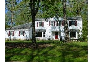 34 Nestlingwood Dr, Washington Twp., NJ 07853