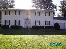 703 Southgate Dr, Morganfield, KY 42437
