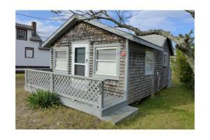 85 Taylor Ave, Plymouth, MA 02360
