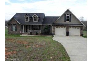 2851 Fuller Mill Rd N, Thomasville, NC 27360