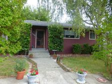 102 Pacific Ave, Redway, CA 95560