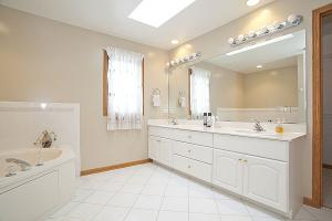 16W766 Jason Ct, Willowbrook, IL