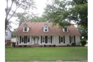 209 Woodside Ln, Dyersburg, TN 38024