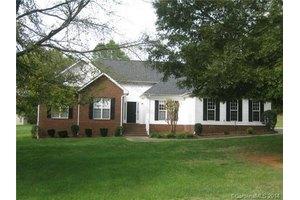 1815 Lakeview Dr, Monroe, NC 28112