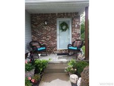 5423 Village Station Cir, Clarence, NY 14221