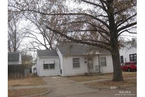 805 S 11th St, Salina, KS 67401