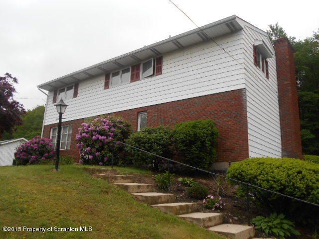 113 Sunset Rd, Roaring Brook Township, PA 18444