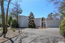 10 Fox Hollow Dr, East Quogue, NY 11942