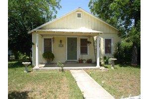 525 N Camp St, Uvalde, TX 78801
