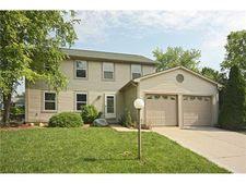 7694 Creekside Dr, Fishers, IN 46038