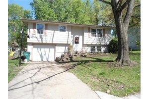 701 N King Ter, Harrisonville, MO 64701