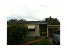 930 Ne 143rd St, North Miami, FL 33161