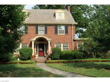 1105 Kenneth Dr, Lakewood, OH 44107