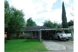 626 E Spreading Oak Dr, Houston, TX 77076