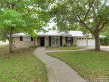 646 Sunhaven Dr, Windcrest, TX 78239