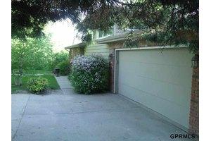 404 Augusta Ave, Bellevue, NE 68005