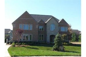 3835 Coachwood Ln, Rochester Hills, MI 48309