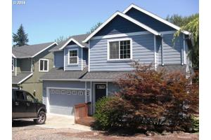 596 S 12th St, St. Helens, OR 97051