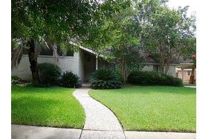 7611 Braes Meadow Dr, Houston, TX 77071