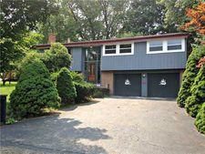 3135 Deerwood Dr, Swales, PA 15116