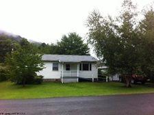 12 Elm St, Rowlesburg, WV 26425