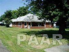 423 N Runkle St, Farmington, IL 61536