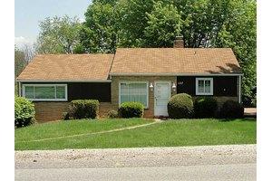 157 Meadowbrook Dr, Bethel Park, PA 15102