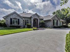 3800 Cherry Hills Dr, Hutchinson, KS 67502