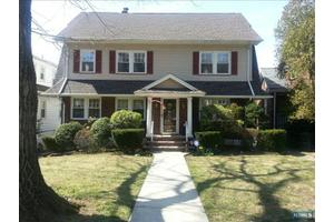 19 Clinton Ave, Kearny, NJ 07032