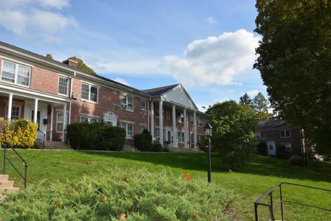 202 Park St Unit 12 A, New Canaan, CT 06840