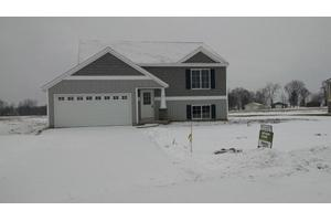 26 Browning Dr, Shelbyville, MI 49344
