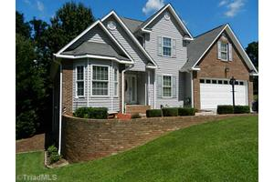 6701 Fairwood Ct, Clemmons, NC 27012